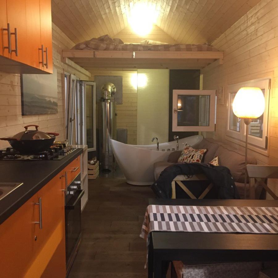 "Tiny House ""California"" auf Messe Reise + Camping in Essen 2017"